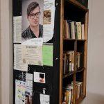 Der Büchertausschschrank am Kotzscher Bahnhof
